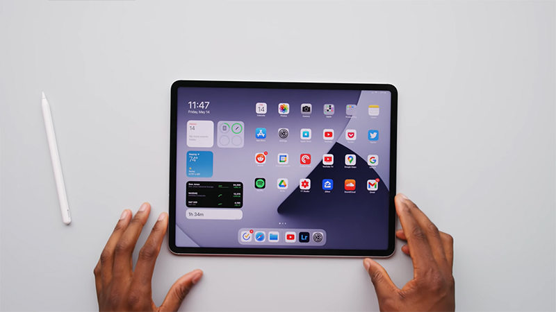 iPad Pro M1 2021 được trang bị màn hình 12.9 inch