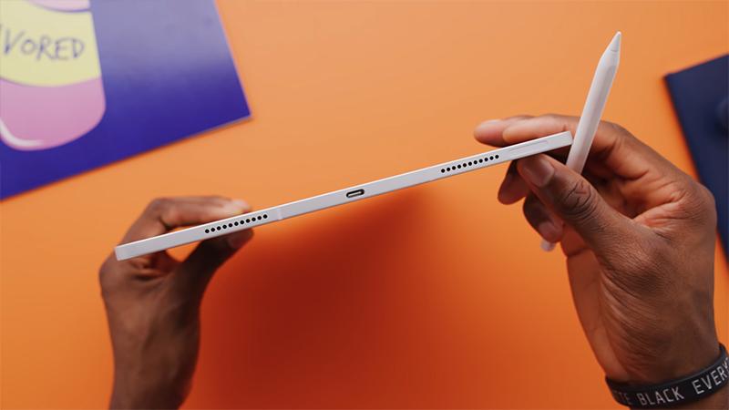 Cạnh đáy của iPad Pro M1 2021