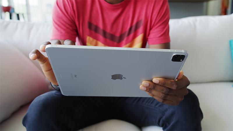 Mặt sau của iPad Pro M1 2021