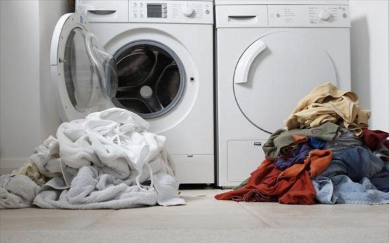 Không nên trộn tất cả đồ sáng màu và tối màu lại và giặt chung với nhau