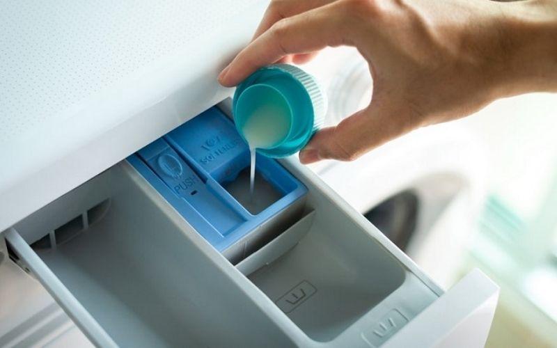 Lựa chọn loại nước xả chất lượng cũng sẽ giúp thời gian lưu hương của quần áo lâu hơn