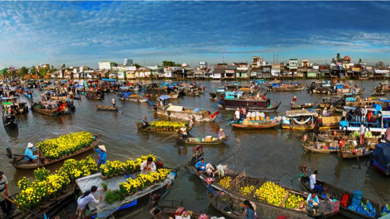 Du khách sẽ được trải nghiệm những nét văn hóa đặc sắc cuộc sống con người ở sông nước miền Tây tại Chợ nổi Cái Răng Cần Thơ