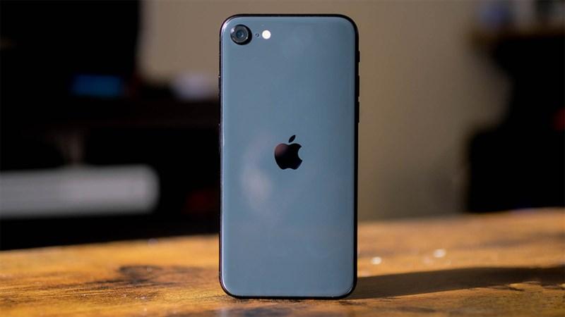 iPhone SE 2020 cũ giá rẻ mê ly, nhỏ nhưng có võ, mua về xài là hết ý
