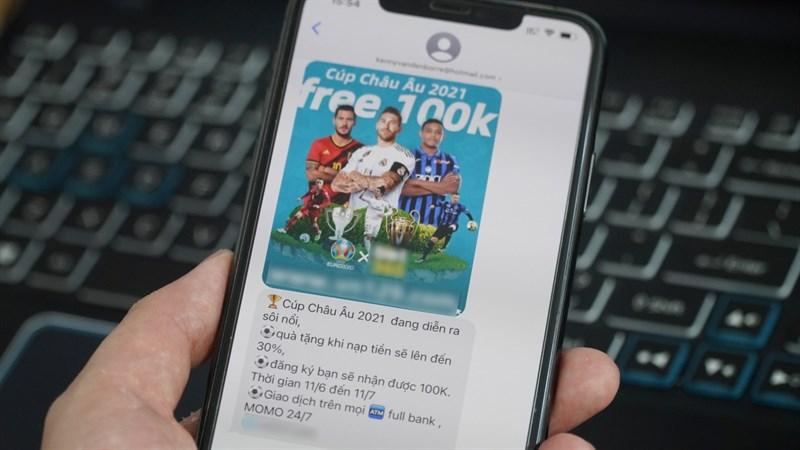 Mùa Euro và những tin nhắn quảng cáo cá độ bóng đá làm phiền người dùng iPhone