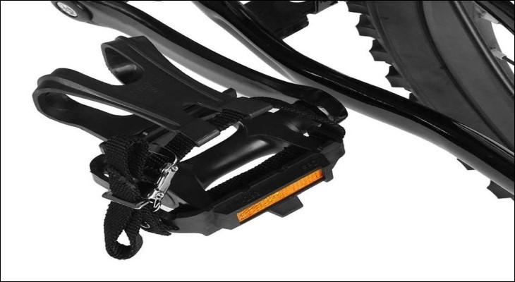 Pedal (bàn đạp) dạng kẹp ngón và dây đai