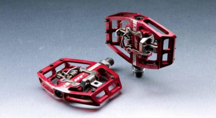 Pedal (bàn đạp) dạng clipless