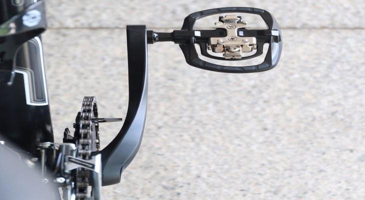 Pedal (bàn đạp) lai giữa bàn đạp giày cá và bàn đạp phẳng