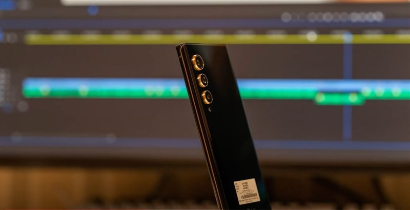 Màu đen trên LG Velvet 2 Pro mang đến cảm giác quyền lực.