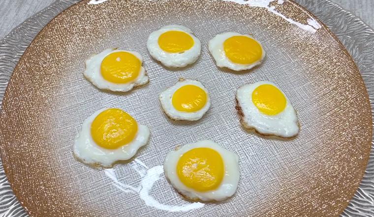 Làm trứng chiên 'mini' cực dễ thương khiến bé thích thú đòi ăn mãi