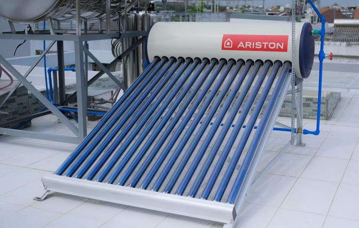 Máy năng lượng mặt trời Ariston Eco Tube sử dụng công nghệ bình chứa Inox không mối hàn
