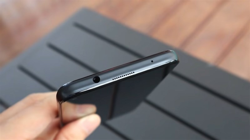 Cạnh trên của Huawei Nova 8i