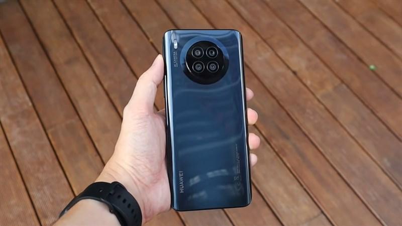 Thiết kế tổng thể của Huawei Nova 8i