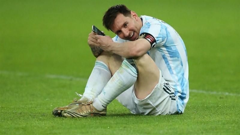 Thánh soi công nghệ: Đố bạn Messi đã dùng điện thoại gì