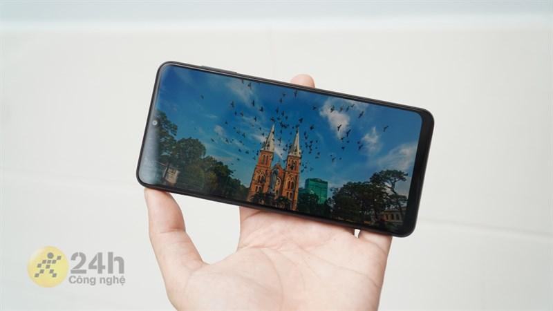 Pin của Galaxy A22 hoàn toàn có thể đáp ứng tốt nhu cầu giải trí cả ngày dài của người dùng.