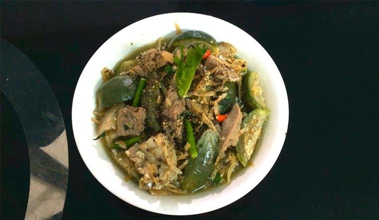 Cách nấu cà đắng, cá khô, thịt ba rọi thơm ngon, lạ miệng
