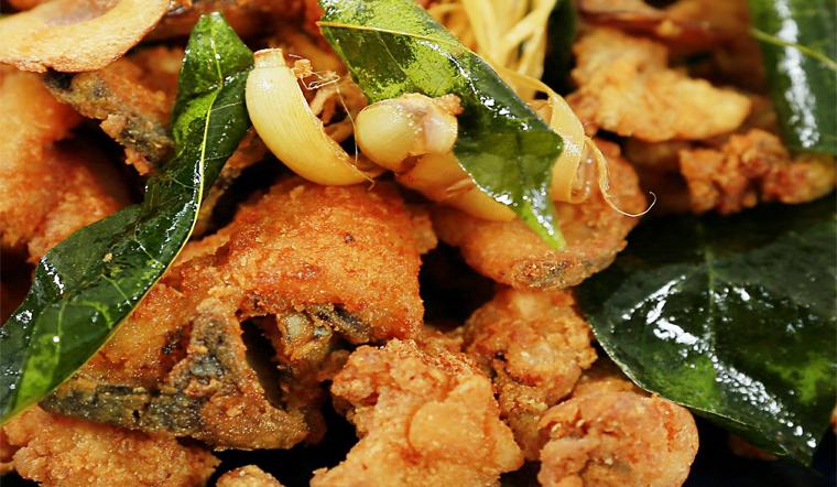 Vào bếp làm ngay món sụn gà chiên mắc mật giòn ngon sần sật