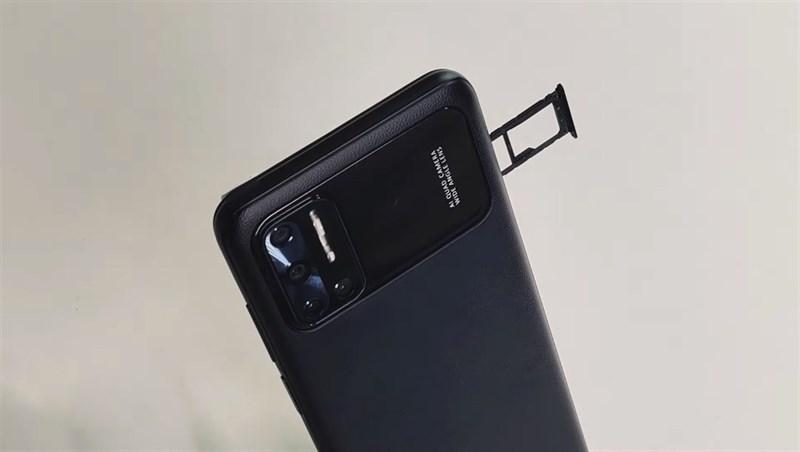 Cạnh trái của Doogee N40 Pro có khay đựng SIM + thẻ nhớ MicroSD. Nguồn: Science and Knowledge.