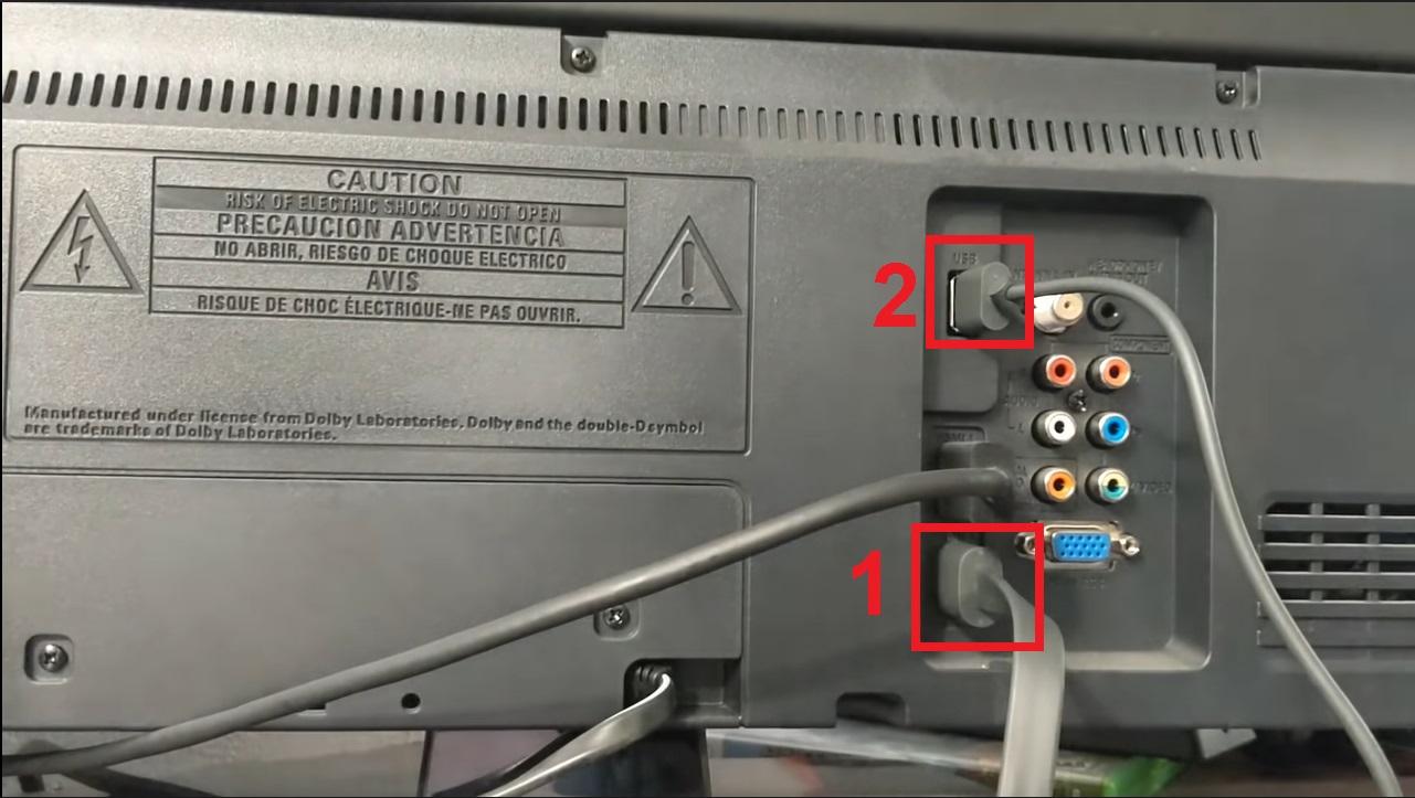 Cắm một đầu thiết bị vào cổng HDMI, đầu còn lại cắm vào cổng USB trên tivi