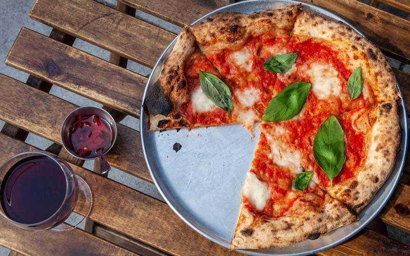 Ăn bánh pizza có béo không?