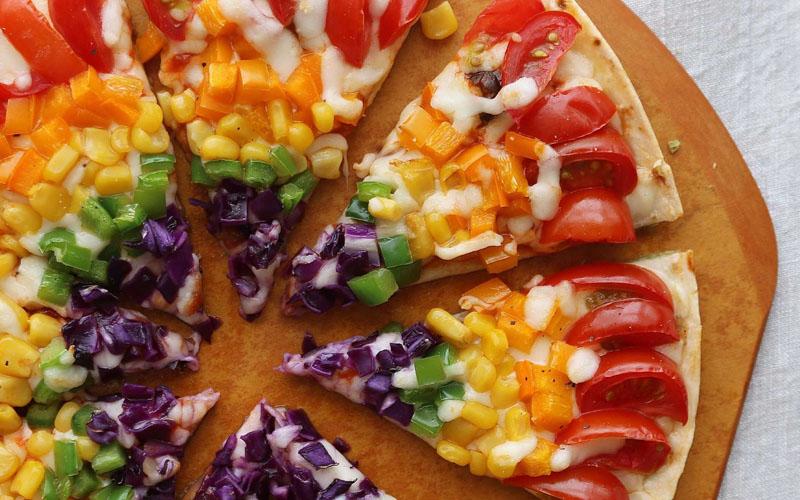 Nên kết hợp pizza với rau củ quả