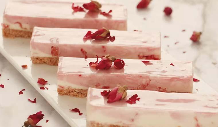 Trổ tài làm cheesecake mâm xôi đỏ hoa hồng siêu ngon và đẹp tặng người thương