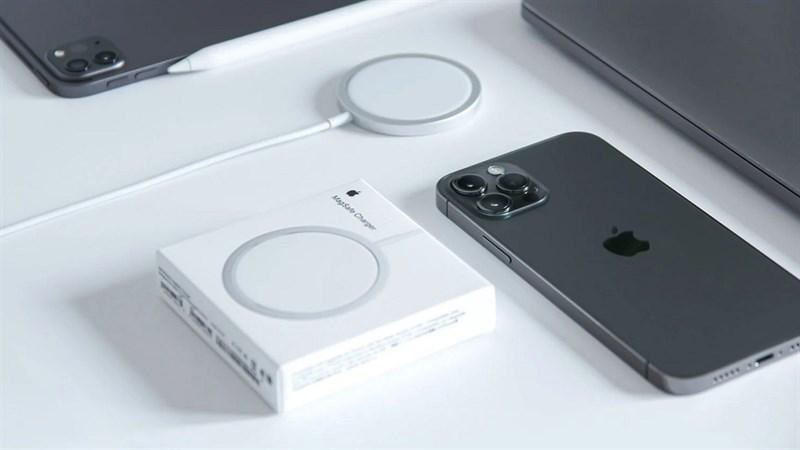 Không chỉ có notch nhỏ gọn, cấu hình mạnh mẽ và camera nâng cấp mà iPhone 13 còn đi kèm với bộ sạc nhanh hơn