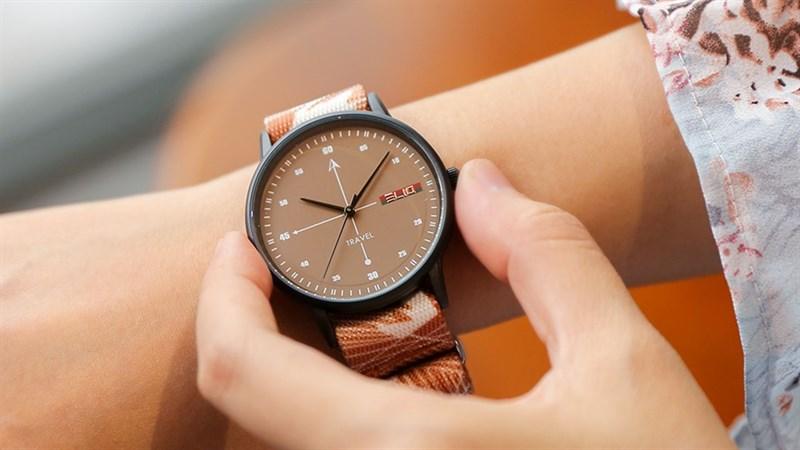 Đồng hồ thời trang Elio giảm sốc