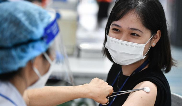 Sau khi tiêm vaccine Covid, thấy 1 trong 8 triệu chứng sau hãy liên hệ y tế ngay