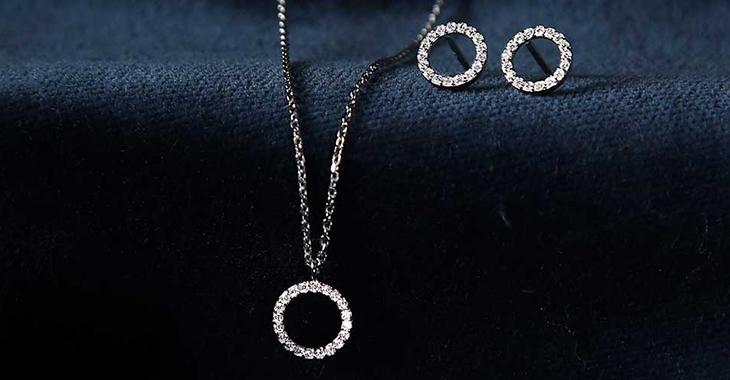 Không nên tặng trang sức bạc trong dịp sinh nhật bạn gái