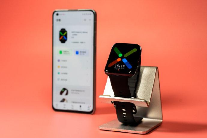 OPPO Watch 2 ra mắt: Thiết kế không đổi, 2 chip và 2 hệ điều hành, giá từ 4.6 triệu
