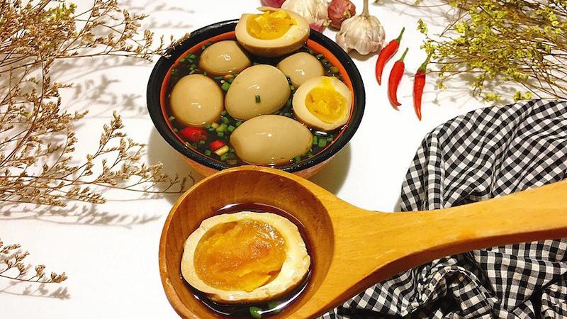Trứng ngâm tương chuẩn vị Việt Nam