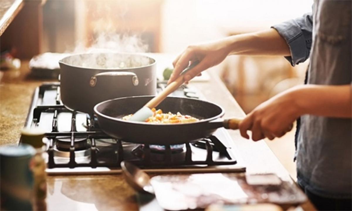 Khi nấu ăn