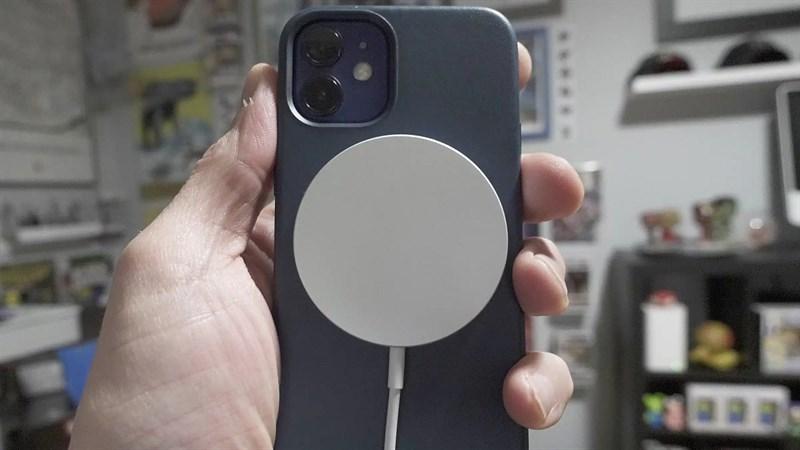 Bộ sạc không dây từ tính của OPPO xuất đầu lộ diện, dự là sẽ cạnh tranh sòng phẳng với Apple MagSafe