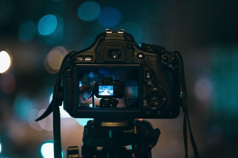 Máy ảnh cơ sẽ cho ra những bức ảnh bokeh flare tuyệt đẹp. Nguồn: Pxhere.
