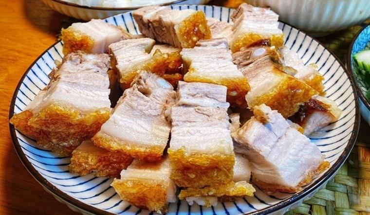 Bí quyết chế biến thịt heo quay chảo giòn tan, không bị văng dầu