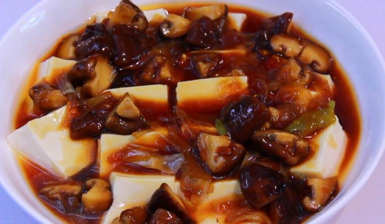 Cách làm đậu hũ non sốt nấm đông cô thơm ngon, cho bữa cơm thanh tịnh