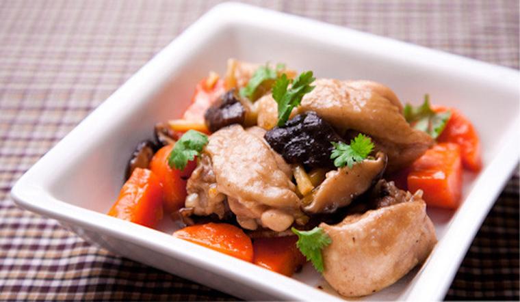 Cách làm gà om nấm (nấm hương khô) thơm ngon, bổ dưỡng