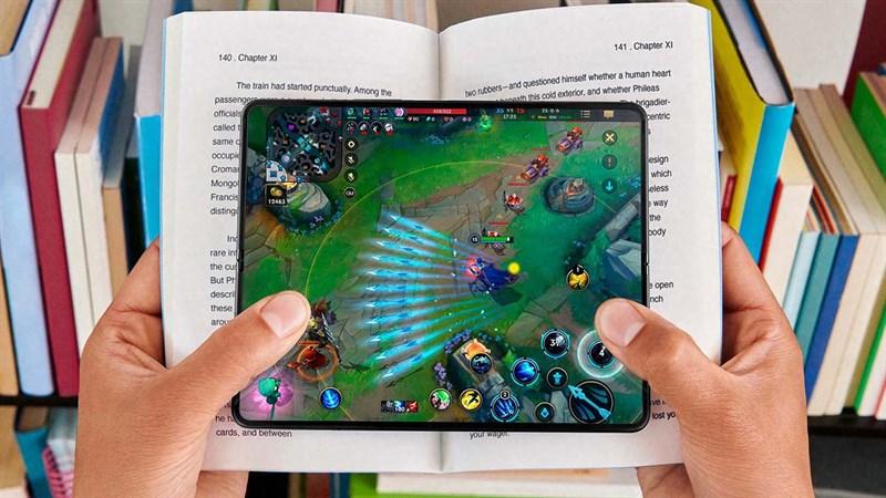 Chơi game trên điện thoại màn hình lớn như này thì quá thích luôn