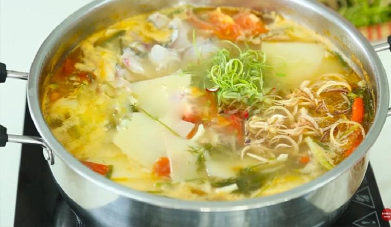 Cách nấu lẩu cá bóp măng chua cay ngon, hấp dẫn