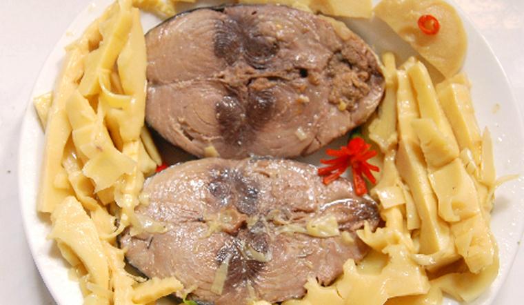 Cách làm cá ngừ kho măng thơm ngon đậm đà