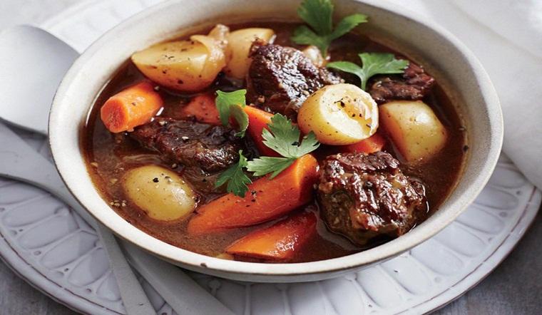Bí quyết làm món bò hầm rượu vang kiểu Pháp, thơm ngon vị chuẩn nhà hàng