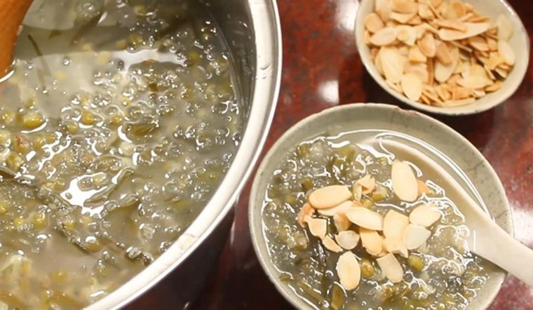 Cách nấu chè đậu xanh tuyết yến thanh nhiệt mát lành đơn giản tại nhà