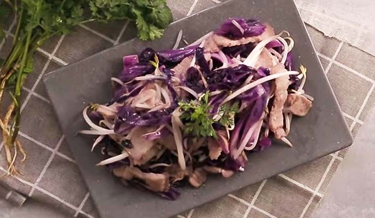 Bỏ túi cách làm thịt ba chỉ xào bắp cải tím giòn ngọt cho bữa cơm nhà