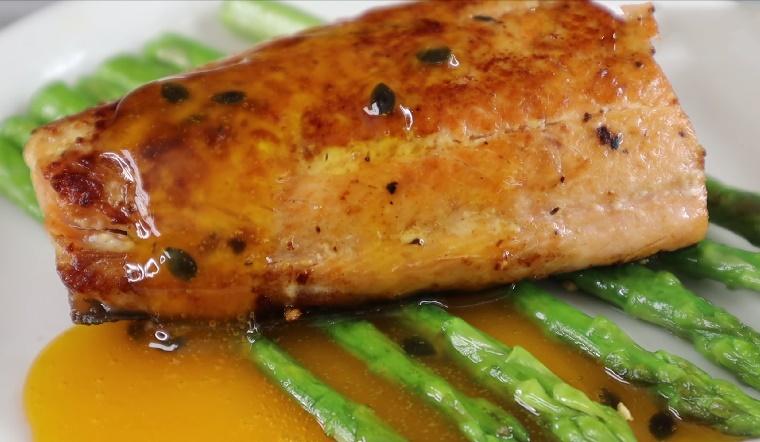 Cách làm món cá hồi sốt chanh dây thơm ngon, hấp dẫn