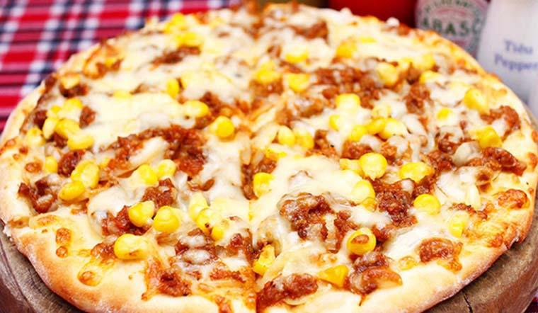 Cách làm pizza phô mai bắp ngọt béo ngậy đơn giản tại nhà