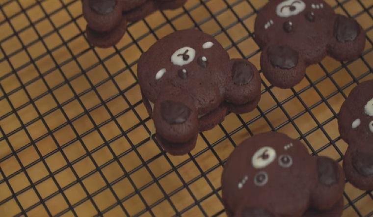 Cách làm bánh socola hình gấu nhân kẹo dẻo xốp mềm siêu dễ thương