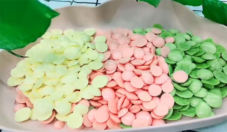 Cách làm bánh lòng đỏ trứng thơm ngon nhiều màu sắc cho trẻ ăn dặm