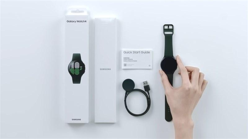Phụ kiện trong hộp của Galaxy Watch4. Nguồn: Samsung.