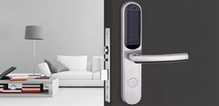 Hướng dẫn mở khóa cửa điện tử. Cách thay pin khóa cửa điện tử