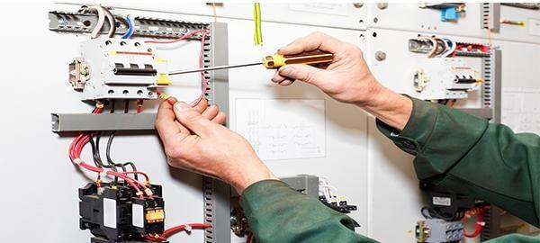 Kết nối trực tiếp Aptomat chống giật với nguồn điện đầu vào.